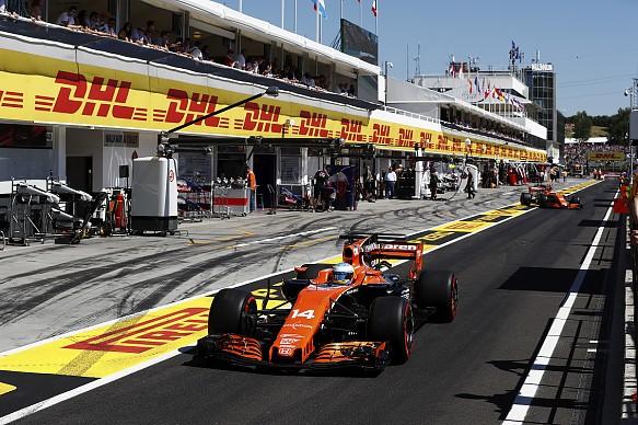 Hungarian GP 2017 pit Alonso