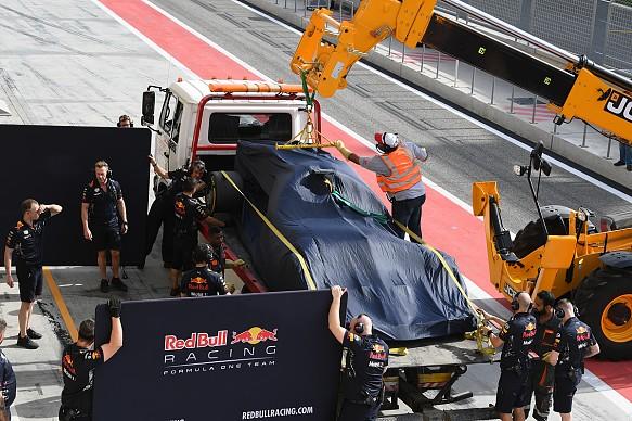 Red Bull stops, Bahrain F1 test 2017