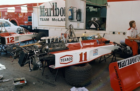 McLaren F1 1976 pit and engine James Hunt