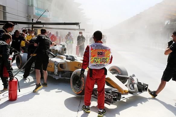 Kevin Magnussen fire, Malaysian GP 2016