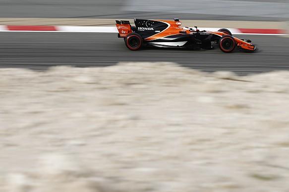 Stoffel Vandoorne McLaren F1 testing Bahrain 2017