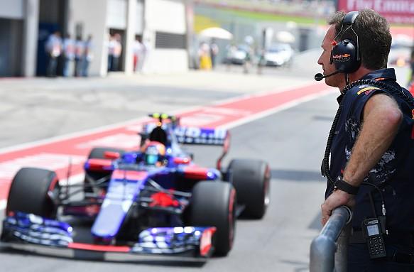 Christian Horner Carlos Sainz 2017