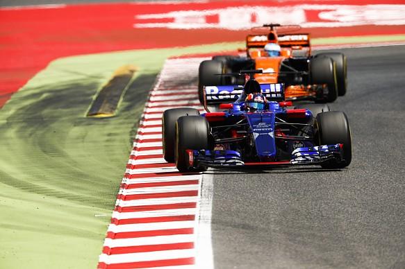 Daniil Kvyat Fernando Alonso Spanish GP 2017