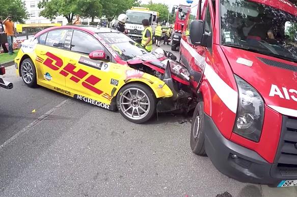 Tom Coronel fire truck crash WTCC 2017 Vila Real