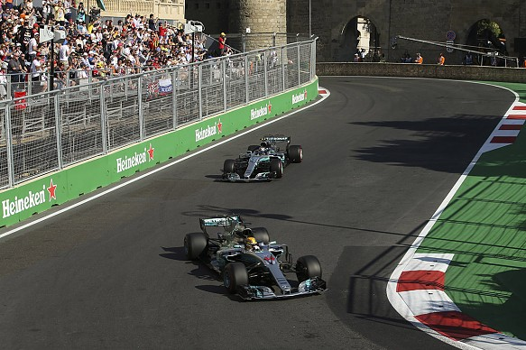Hamilton Bottas Baku F1 2017 Mercedes