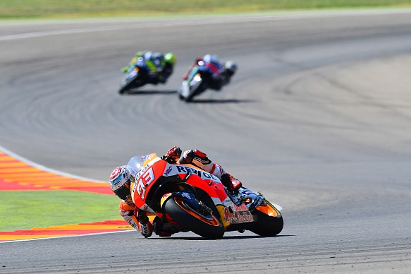Marc Marquez leads Valentino Rossi and Jorge Lorenzo Aragon MotoGP 2016