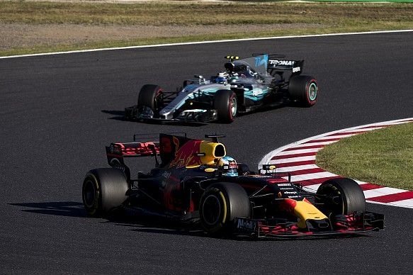 Ricciardo Bottas Red Bull Mercedes F1 2017