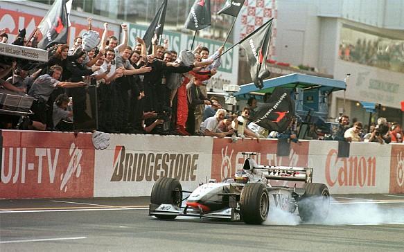 Mika Hakkinen, McLaren, wins 1998 Japanese GP
