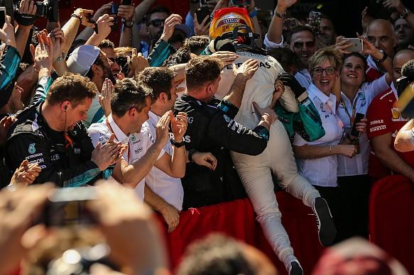 Lewis Hamilton wins Spanish GP 2017