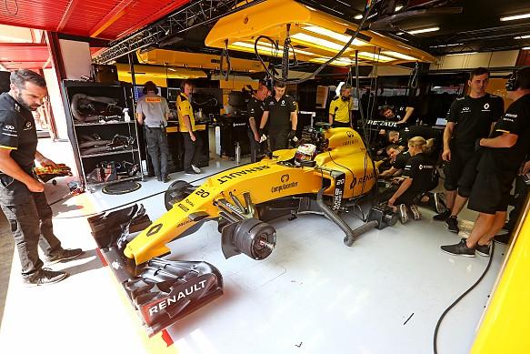 Infiniti Engineering Academy Renault F1 garage