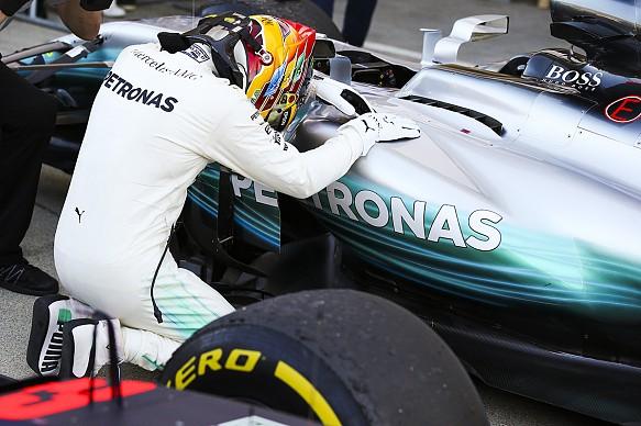 Lewis Hamilton Mercedes F1 2017 Japan parc ferme
