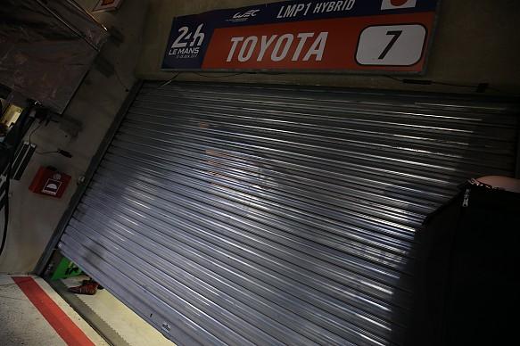 Toyota garage door closed Le Mans 2017