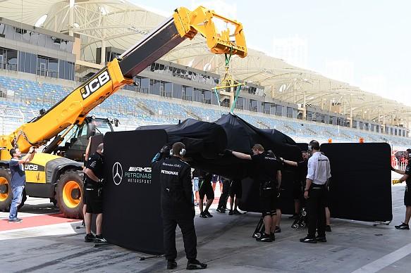 Lewis Hamilton, Mercedes, stops, Bahrain F1 test 2017