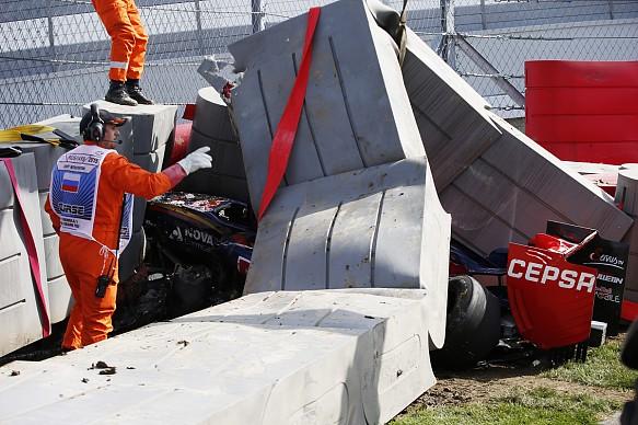Carlos Sainz Jr crash Russian GP 2015