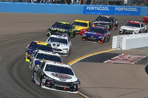 Kevin Harvick leads NASCAR Phoenix 2018