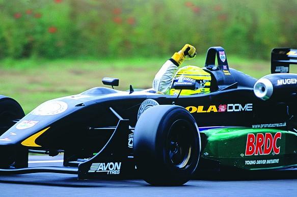 Danny Watts wins Castle Combe British F3 2004