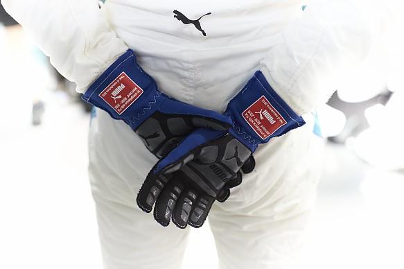 Valtteri Bottas gloves