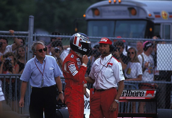 Charlie Whiting Gerhard Berger 1992
