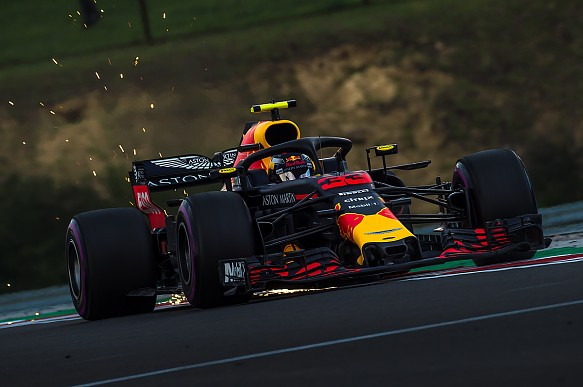 Red Bull RB14 sparking