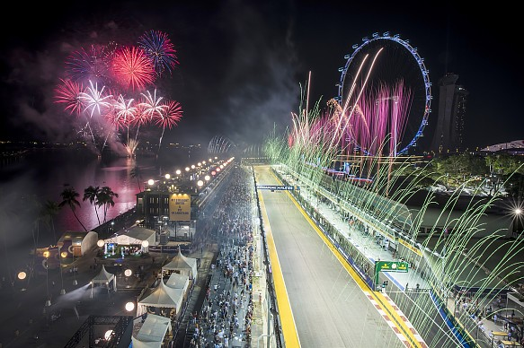 Singapore GP F1 fireworks