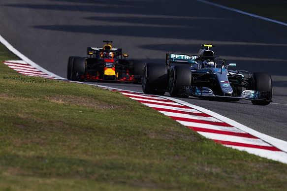 Valtteri Bottas leads Daniel Ricciardo Chinese GP 2018